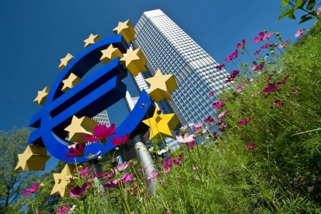La reprise en zone euro «pourrait s'accélérer un... (PHOTO BORIS ROESSLER, archives AFP)