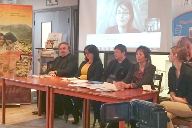 André Jalbert, de L'AMIE, Roysbel Hernandes, d'Équidurable, Mathieu... (Photo fournie par la Quinzaine du commerce équitable)