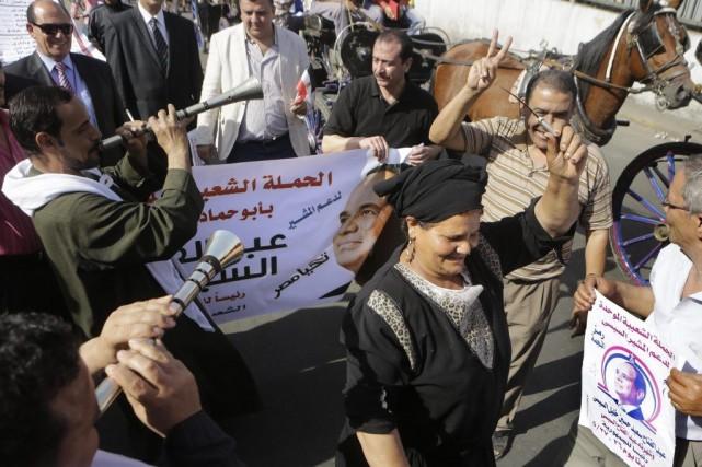 Des partisans du favori à la présidentielle, Abdel... (PHOTO Amr Nabil, AP)