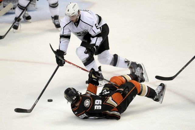 Jake Muzzin (6) des Kings et Matt Beleskey... (Photo Jayne Kamin-Oncea, USA TODAY Sports)
