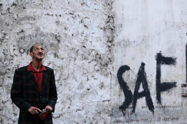 La comédie dramatique marocaine C'est eux les chiens de Hicham Lasri a... (Photo fournie par la production)
