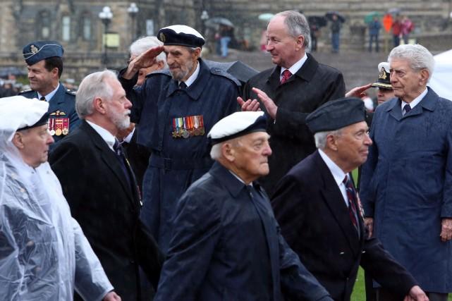 Plusieurs cérémonies similaires avaient lieu à travers le... (Photo FRED CHARTRAND, PC)