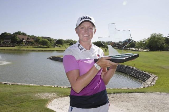 Stacy Lewis a joué une ronde de 64 (moins-7), dimanche, et elle a remporté le... (Photo: AP)