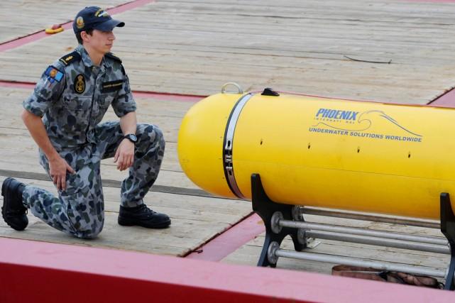 Le Bluefin-21 avait été immergé à l'endroit où... (PHOTO GREG WOOD, AFP)
