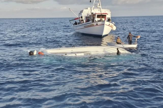 Dans la cabine d'un voilier de 12 mètres... (PHOTO REUTERS/GARDE-CÔTIÈRE GRECQUE)
