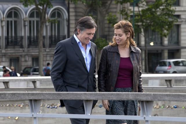 Deux étrangers (Gabriel Byrne et Emmanuelle Devos) font... (Photo: fournie par Axia Films)
