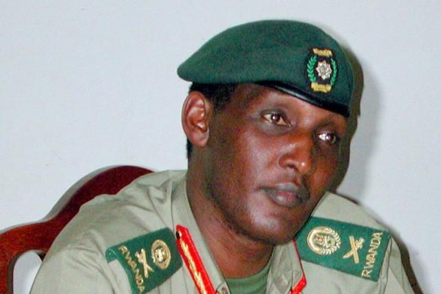 Kayumba Nyamwasa a survécu à deux tentatives d'assassinat... (Photo MARCO LONGARI, Archives AFP)