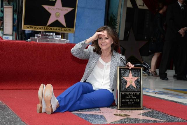 L'actrice américaine Sally Field a enfin reçu lundi son étoile sur le célèbre... (Photo: AFP)