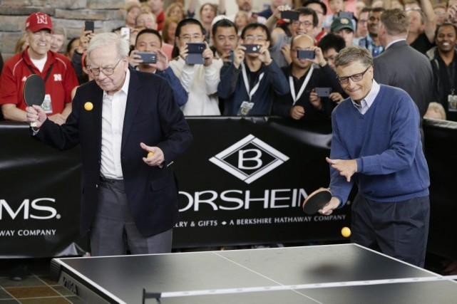 Warren Buffett et Bill Gates à Omaha, dans... (Photo Nati Harnik, archives AP)