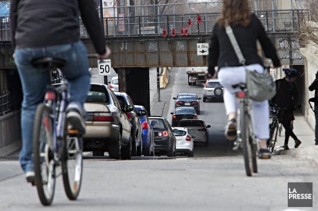 Une semaine après la mort tragique d'une cycliste, l'arrondissement de... (Photo Patrick Sanfaçon, La Presse)