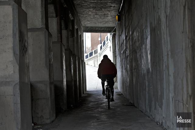 Les trottoirs des tunnels sous les chemins de... (Photo Patrick Sanfaçon, La Presse)