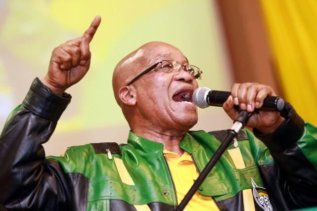 Bafouant ses détracteurs, le président sortant de l'Afrique... (PHOTO RAJESH JANTILAL, ARCHIVES AFP)