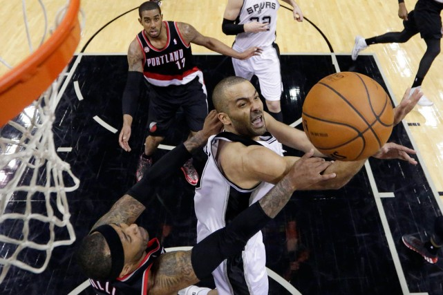 Tony Parker a inscrit 33 points dans la... (Photo Eric Gay, AP)