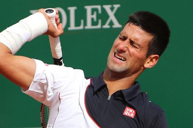 Novak Djokovic souffre de douleurs au poignet droit... (Photo Claude Paris, AP)