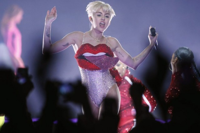 Miley Cyrus était en spectacle à Londres hier.... (Photo: Reuters)