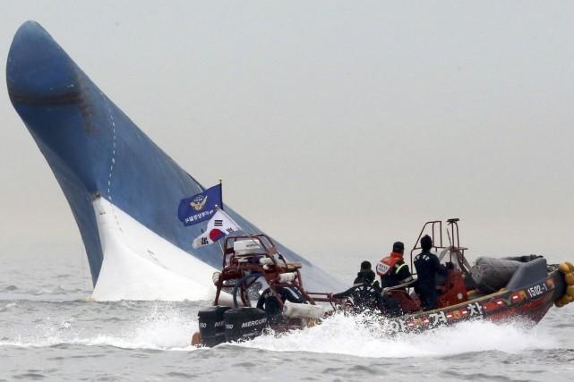 Le Sewol transportait 476 personnes, dont une majorité... (Photo AP)