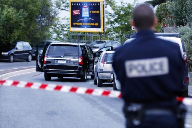 Devant l'hôpital situé dans l'ouest de Nice, la... (PHOTO Éric Gaillard, REUTERS)