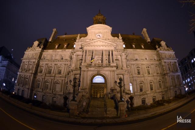 L'hôtel de ville de Montréal... (PHOTO ARCHIVES LA PRESSE)