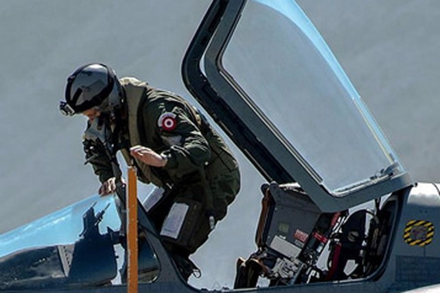 Un sous-officier de l'armée de l'Air du Pérou... (PHOTO ARCHIVES FAP)
