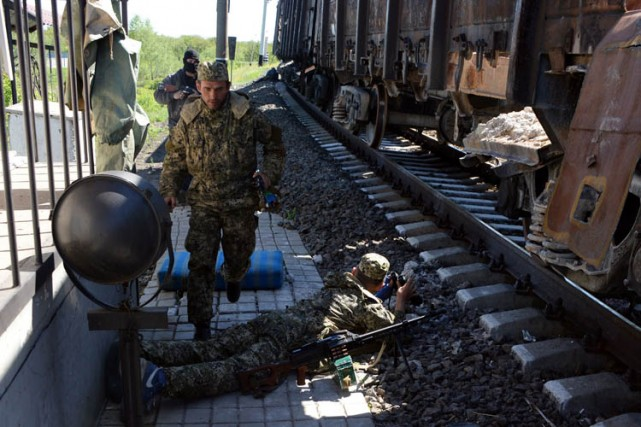 Les autorités ukrainiennes se trouvent depuis vendredi engagées... (Photo: AFP)