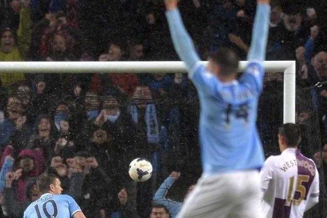 Manchester City a dû s'armer de patience pour dominer Aston Villa (4-0)... (Photo: AFP)