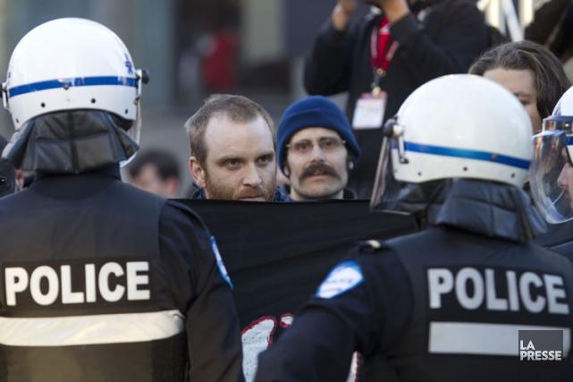Les policiers du Service de police de la Ville de Montréal ont assisté presque... (Photo: Olivier Jean, La Presse)