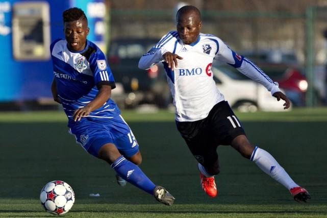 Hanson Boakai, du FC Edmonton, et Sanna Nyassi,... (Photo JASON FRANSON, PC)
