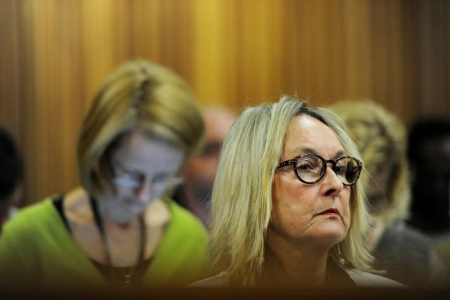June Steenkamp, la mère de Reeva, assiste au... (PHOTO WERNER BEUKES, ARCHIVES AP)