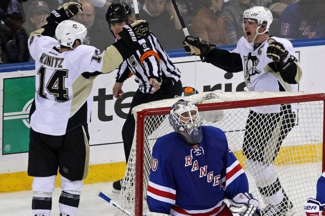 Chris Kunitz (à gauche) célèbre avec Sidney Crosby... (Photo Adam Hunger, USA Today)