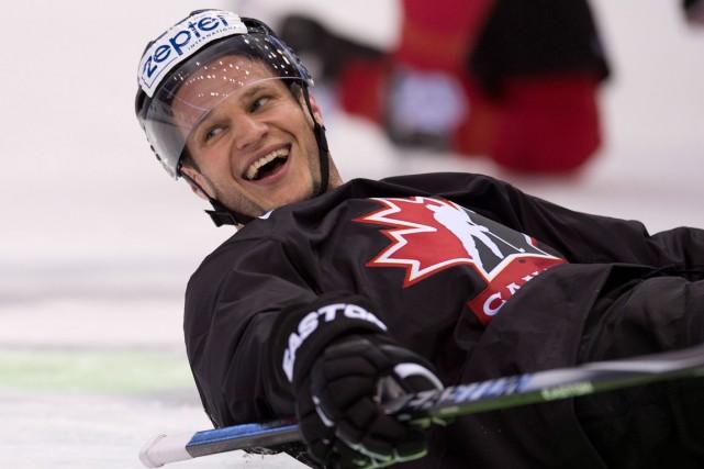 Le défenseur des Canucks Kevin Bieksa représente le... (Photo Jacques Boissinot, PC)