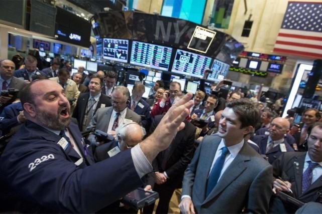 Une nouvelle salve de résultats d'entreprises contrastés était... (PHOTO BRENDAN MCDERMID, REUTERS)