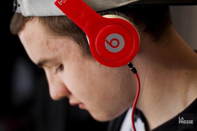 La musique en ligne écoutée sans téléchargement a dopé les ventes mondiales de... (PHOTO ARCHIVES BLOOMBERG)