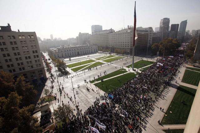 Des dizaines de milliers d'étudiants ont marché dans... (Photo Luis Hidalgo, AP)