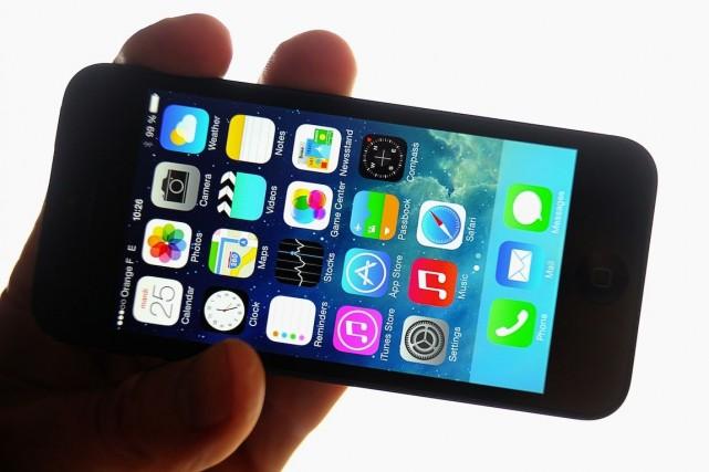 Le iPhone 5 vit ses derniers moments. Une... (PHOTO PHILIPPE HUGUEN, ARCHIVES AFP)