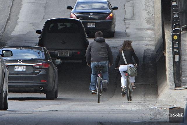 Cyclistes autorisés à rouler sur certains trottoirs, camions interdits de... (Photothèque Le Soleil)