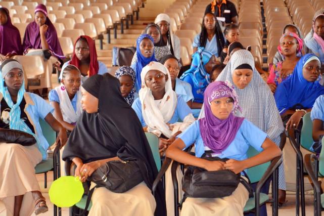 Des jeunes femmes participent à un rassemblement à... (PHOTO BOUREIMA HAMA, AFP)