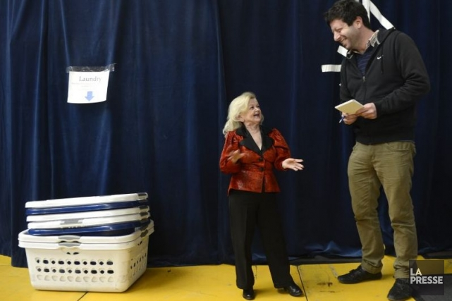 Mini Lili avec le journaliste Jean Siag.... (Photo: Bernard Brault, La Presse)