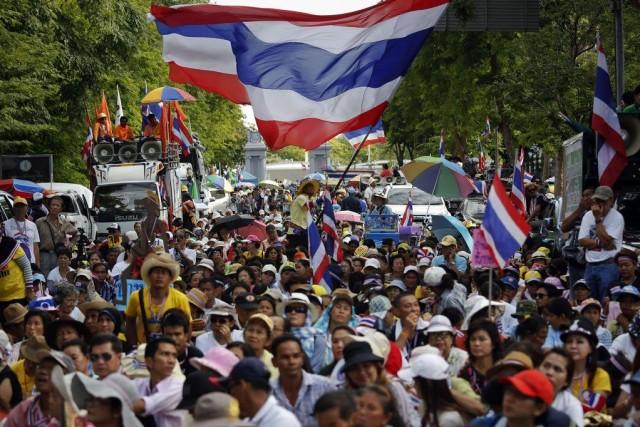Des manifestants se sont réunis pour entendre le... (PHOTO DAMIR SAGOLJ, REUTERS)