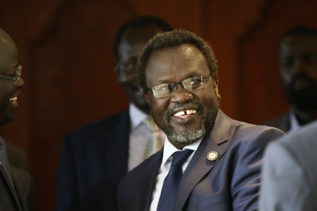 Le chef rebelle Riek Machar était souriant à... (PHOTO GORAN TOMASEVIC, REUTERS)