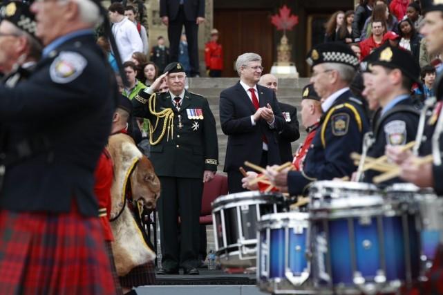 Le gouverneur général David Johnston (à gauche) et... (PHOTO BLAIR GABLE, REUTERS)