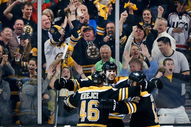 Le trio de David Krejci (46), Milan Lucic... (PHOTO ELISE AMENDOLA, USA TODAY)