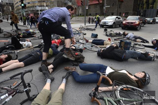 Une vigile a eu lieu vendredi à l'endroit... (Photo Bernard Brault, La Presse)