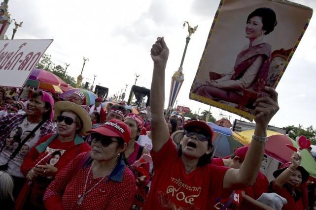 La première ministre Yingluck Shinawatra (photo) a été... (PHOTO PORNCHAI KITTIWONGSAKUL, AFP)