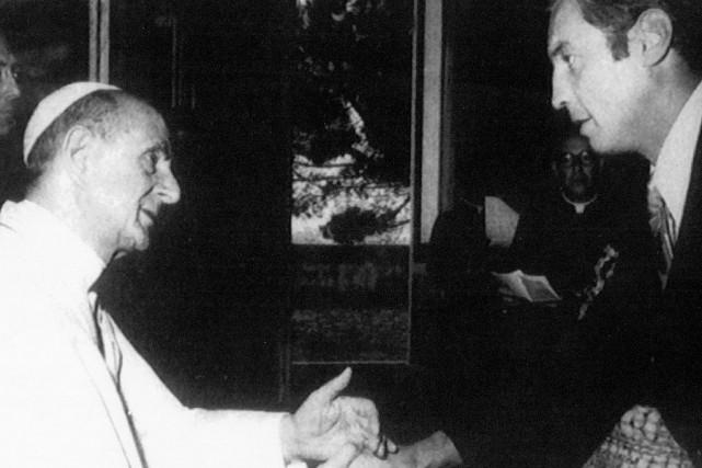 Jean Béliveau lors d'une rencontre avec le pape... (Photo d'archives)