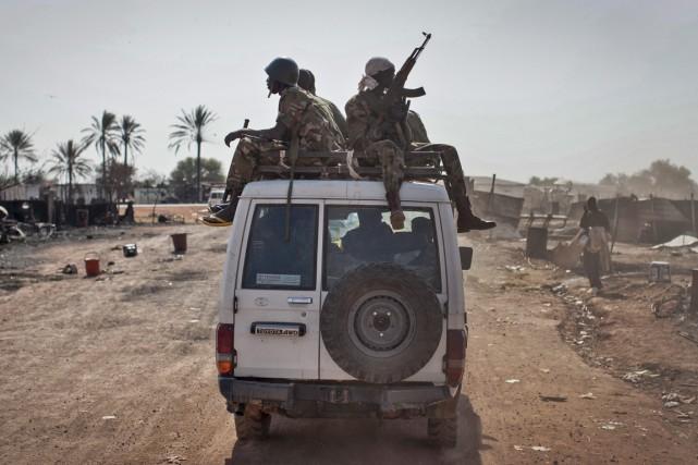 Des forces gouvernementales patrouillent dans la ville de... (Photo Mackenzie Knowles-Coursin, AP)