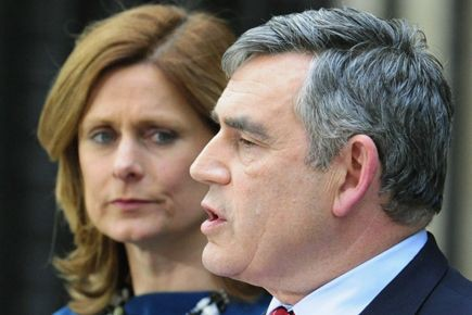 Gordon Brown et sa femme Sarah (qu'on voit... (Archives, Reuters)