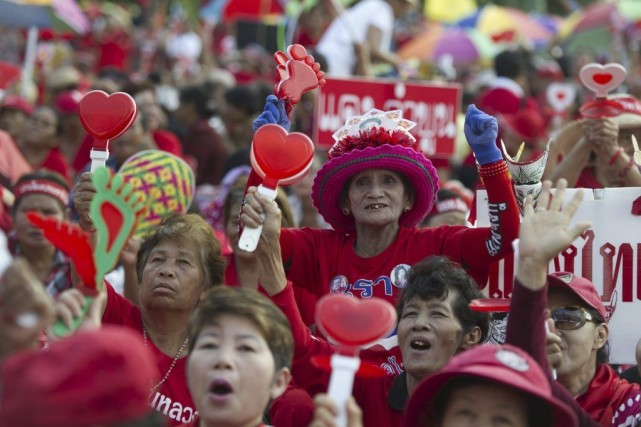 Des milliers de Chemises rouges ont participé à... (PHOTO PORNCHAI KITTIWONGSAKUL, AFP)