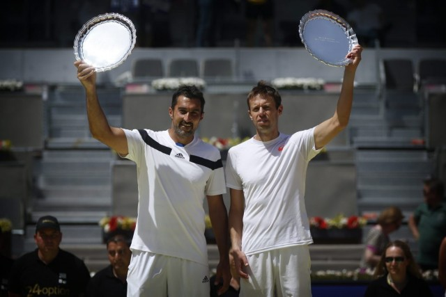 Le Serbe Nenad Zimonjic et le Canadien Daniel... (Photo Daniel Ochoa de Olza, AP)