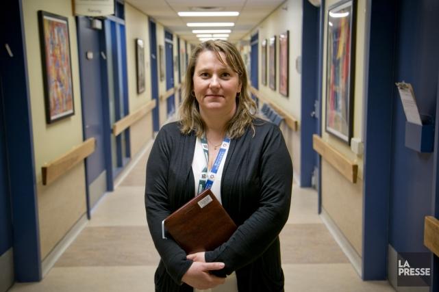 Infirmière-chef d'équipe en gériatrie, Mélanie Gauthier aime le... (PHOTO DAVID BOILY, LA PRESSE)