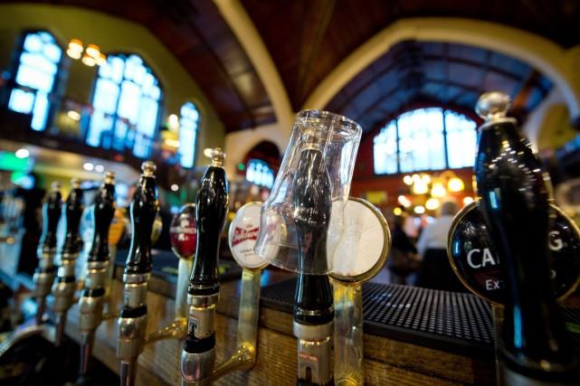 En 2012, l'usage nocif de l'alcool a tué... (PHOTO LEON NEAL, AFP)